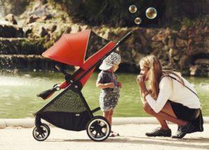 come scegliere trio passeggino navicella ovetto bambini sicurezza auto 05 300x215 - Come scegliere il passeggino