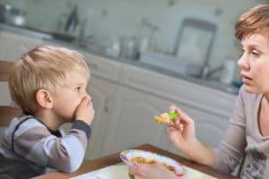Neofobia nei bambini: i capricci a tavola