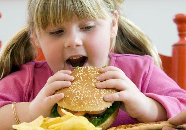 Junk food: la UE contro spot e mascotte per pubblicizzare il cibo spazzatura