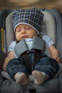hand person people kid cute male 1019238 pxhere.com  200x300 - Seggiolino auto bambino come sceglierlo e sensori anti-abbandono