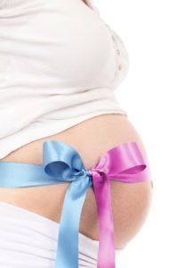 girl 18918 1920 1 200x300 - Il contatto oltre la parola: la sintonizzazione emotiva nella relazione mamma-bambino