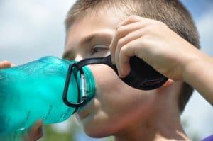 Image quanta acqua per i bambini 300x199 - Quale e quanta acqua devono bere i bambini?