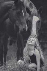 girl 2897925 1920 200x300 - Pet therapy e animali domestici: i benefici