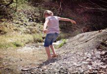 Camminare a piedi nudi sulla Terra grounding 218x150 - Home