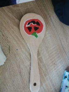 mestolo di legno halloween 225x300 - Halloween: come divertire i bambini con 5 semplici lavoretti