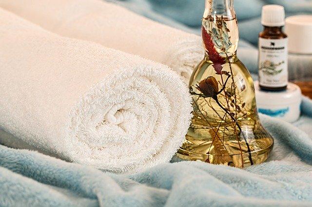 massage therapy 1612308 640 - Centro Estetico Indaco Roma