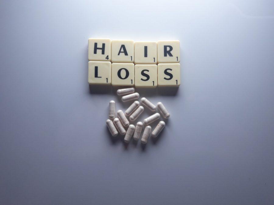 hair loss 4591561 1280 min - Alopecia femminile:cause e cure per la perdita dei capelli femminile